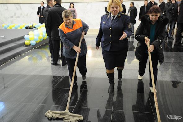 Фоторепортаж: В Киеве открылась новая станция метро. Зображення № 14.