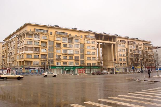 Дом рабочих Завода им. Лихачёва, улица Велозаводская. Изображение № 3.