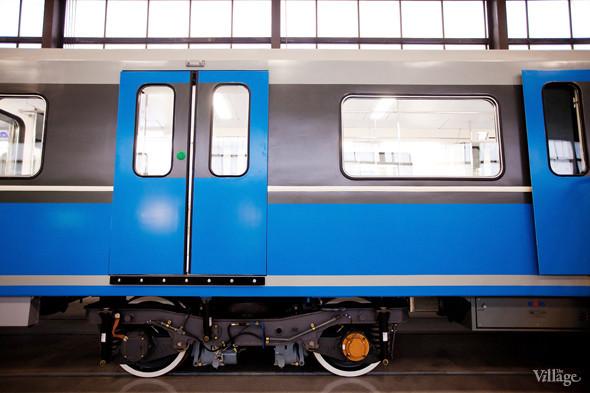 В Петербурге представили новые вагоны метро и низкопольный трамвай. Изображение № 5.