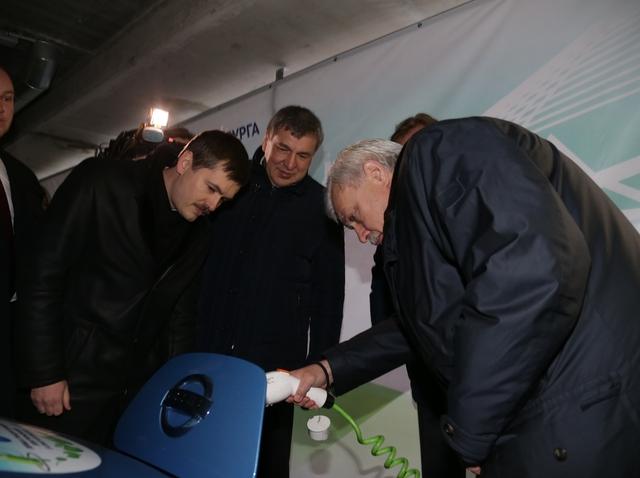 В Петербурге открыли первые станции для зарядки электромобилей . Изображение № 1.