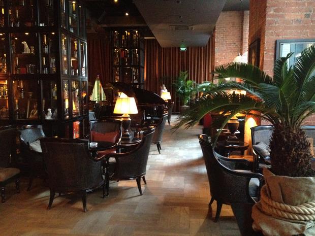 На Лубянке открылся бар Mandarin Combustible. Изображение №1.