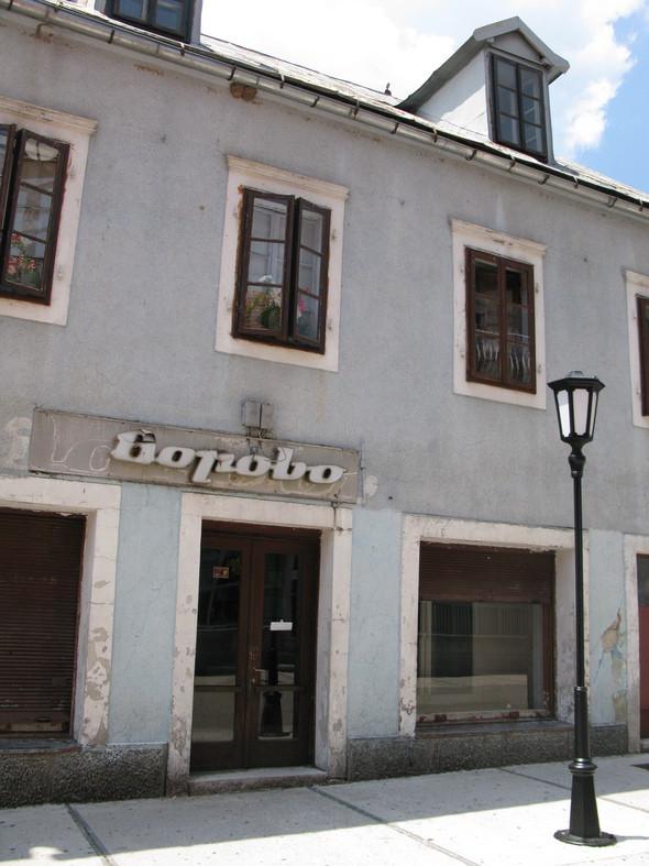 культурная столица Черногории Цетине произвела впечатление поселка в две улица с налетом заброшенности. Изображение № 53.