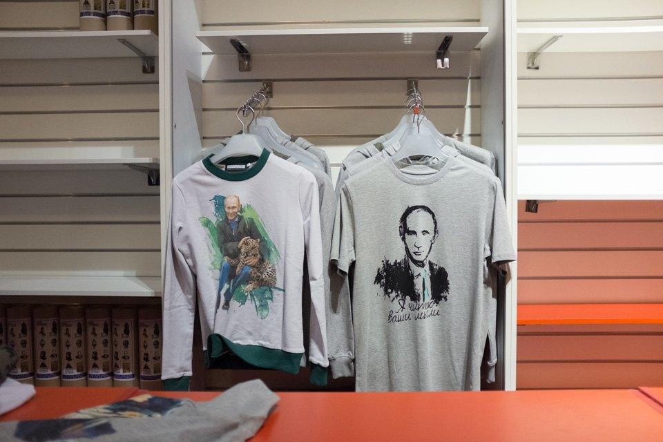 Съёмный патриотизм: Кто и зачем покупает одежду с Путиным. Изображение № 7.