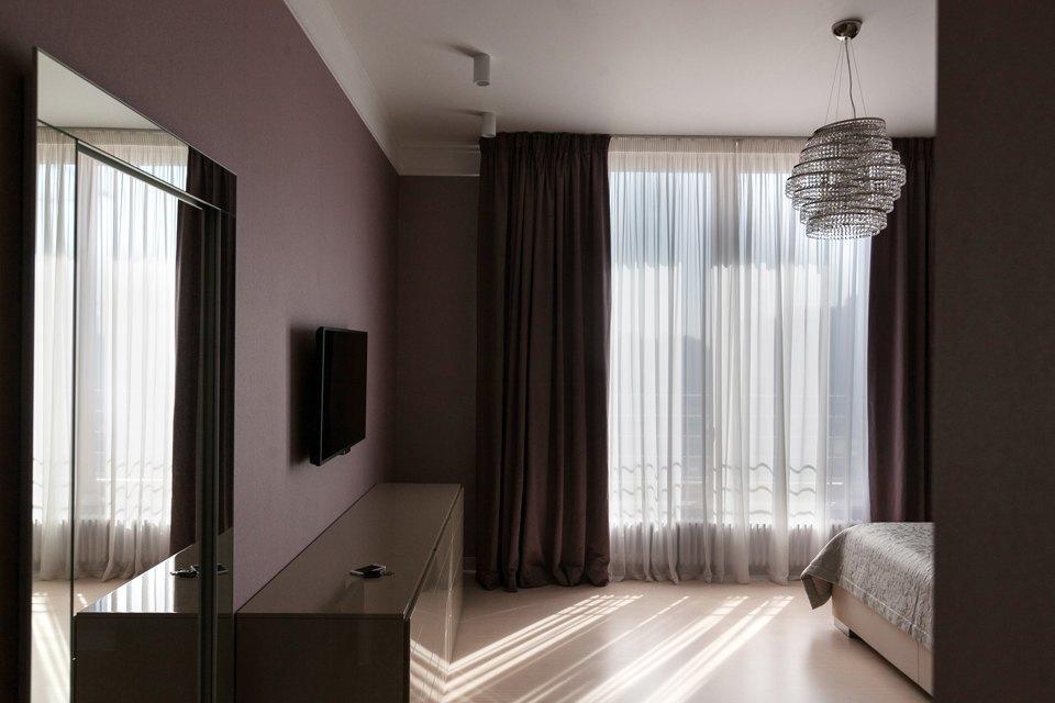 Трёхкомнатная квартира сострогим интерьером. Изображение № 20.