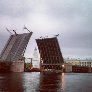 Дворцовый мост впервые развели на все выходные. Изображение № 6.