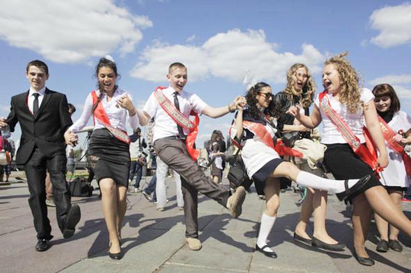 Фоторепортаж: «Последний звонок» в Москве. Изображение № 29.