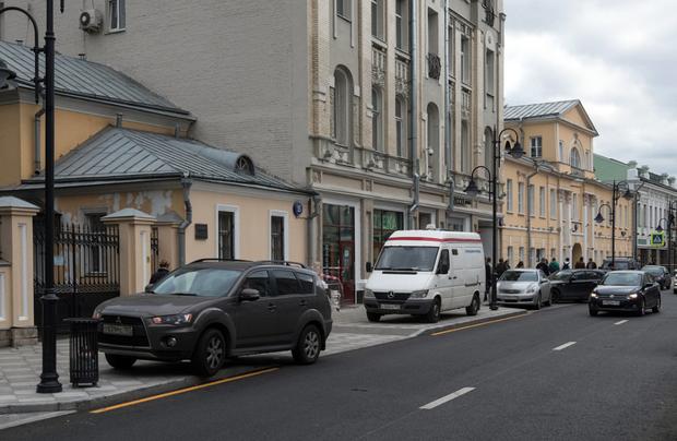 Стихийная парковка на Пятницкой улице. Изображение № 3.