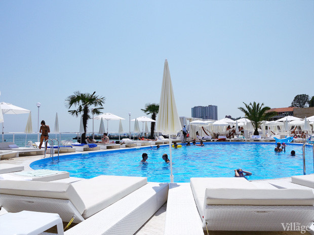На песке: 5 пляжных клубов Одессы. Изображение №62.