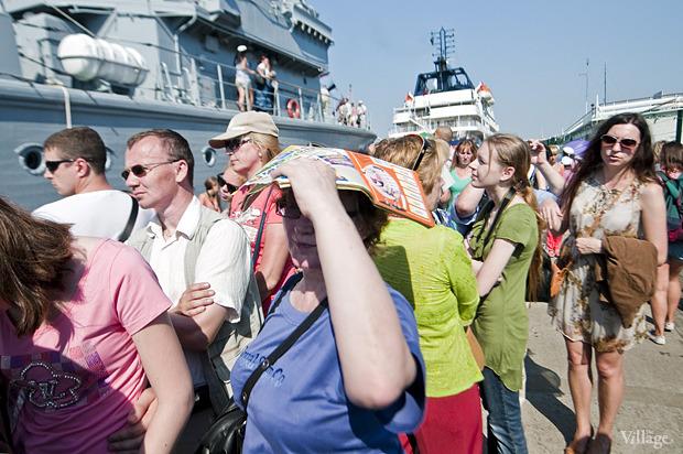 Фоторепортаж: День Военно-морского флота в Петербурге. Изображение № 32.
