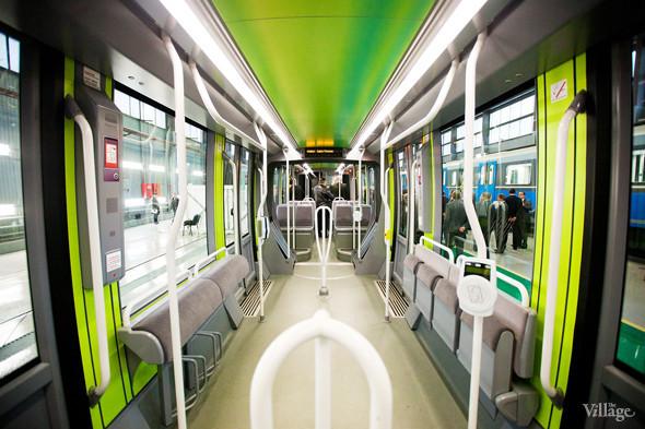 В Петербурге представили новые вагоны метро и низкопольный трамвай. Изображение № 33.