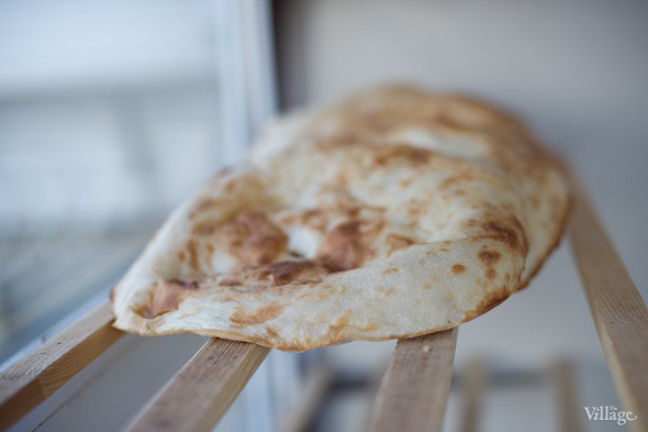 Фоторепортаж: Как пекут хлеб в тандыре. Зображення № 14.