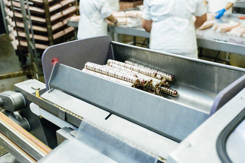Как делают сосиски. Изображение № 12.