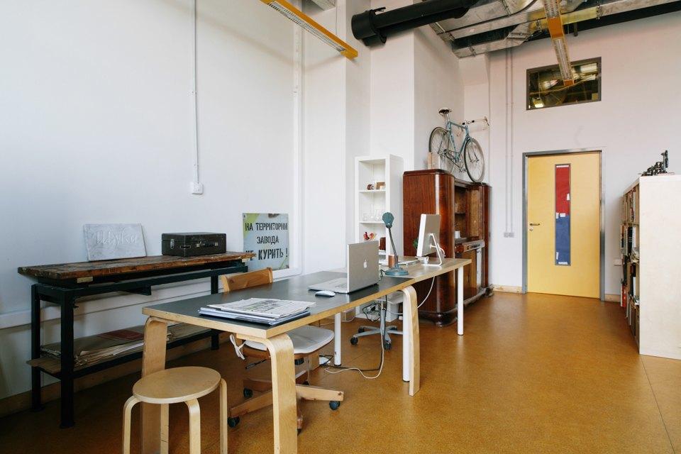 Офис дизайн-бюро «Щука» с усами на стенах. Изображение № 3.