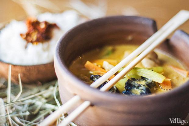 Жёлтое индонезийское карри с курицей, овощами, древесными грибами и кешью — 89 грн. Изображение № 54.