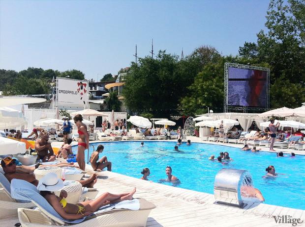 На песке: 5 пляжных клубов Одессы. Зображення № 5.