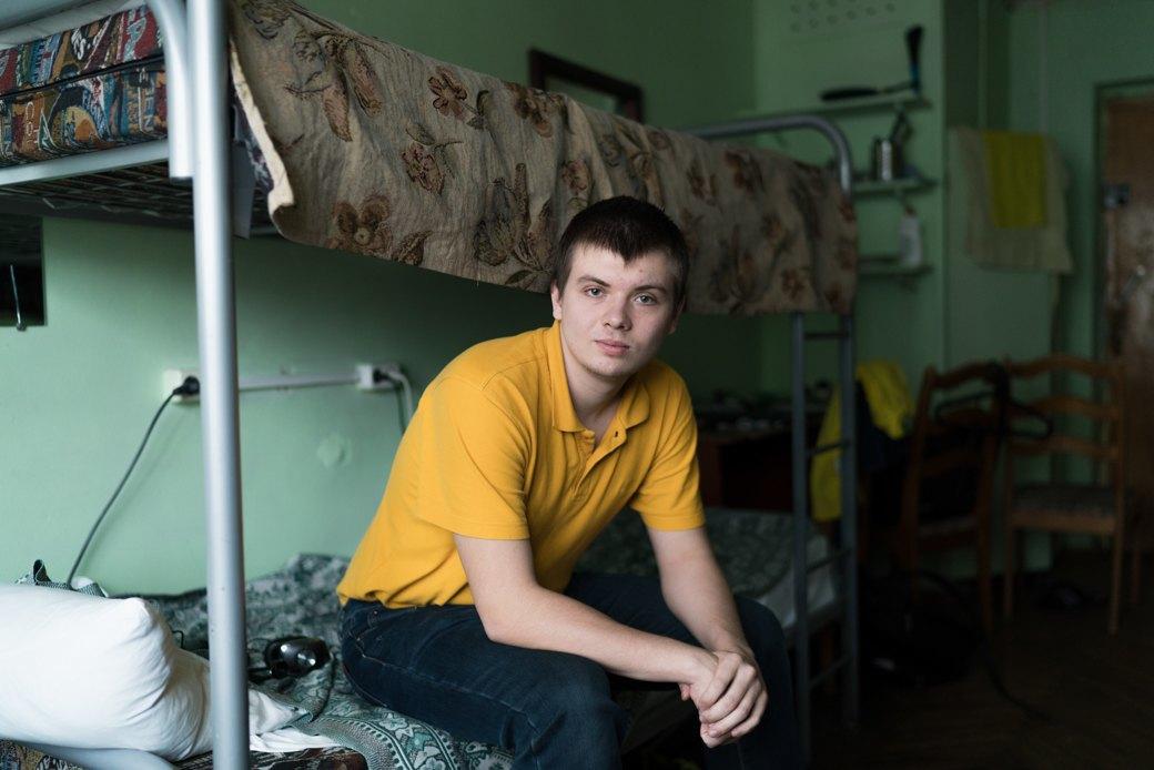 «Клопы довольно больно кусаются»: Студенты МГУ — о жизни в старом общежитии. Изображение № 4.