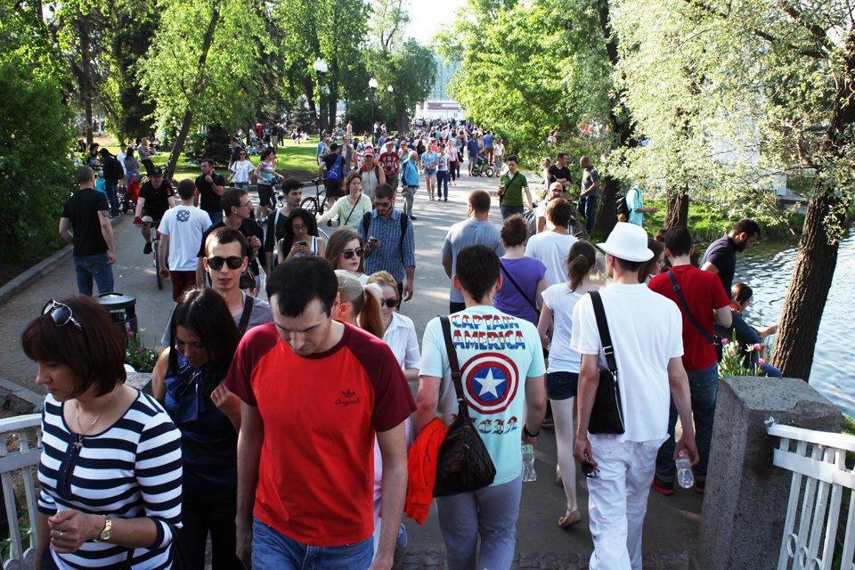 Как выглядит парк Горького в выходной день. Изображение № 5.