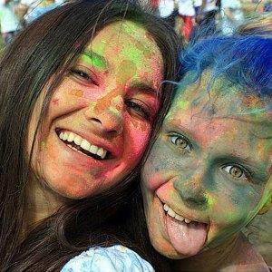 Вогнали в краску: В Киеве прошёл фестиваль «Холи». Изображение № 10.