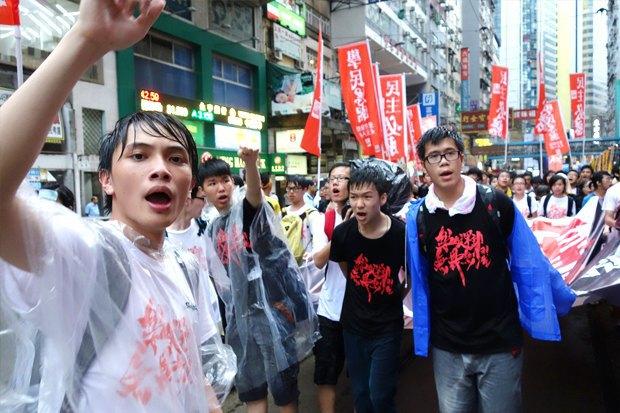 Как у них: Чего требуют на митингах жители Афин, Минска, Тель-Авива и Гонконга. Изображение № 11.