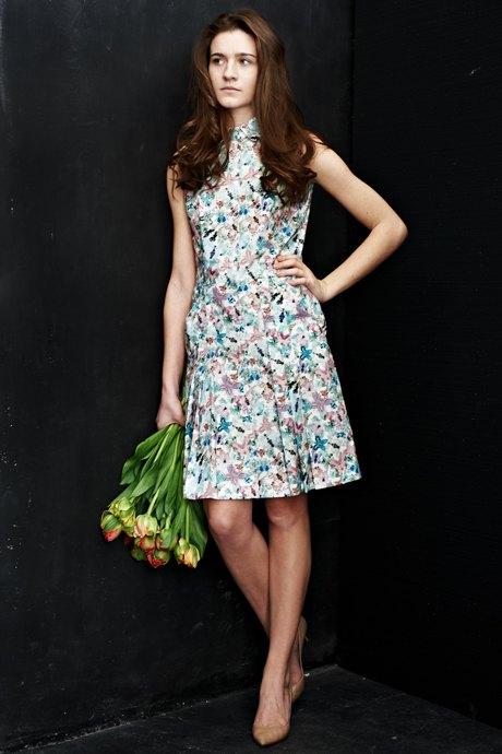 Вещи недели: 12 платьев сцветочным принтом. Изображение №8.