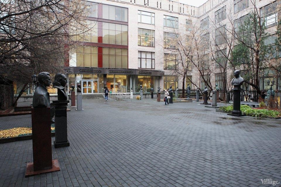 Фоторепортаж: Памятник Эразму Роттердамскому вМоскве. Изображение № 9.