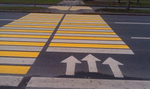 Более сотни пешеходных переходов покрасят вжёлтый цвет. Изображение № 1.