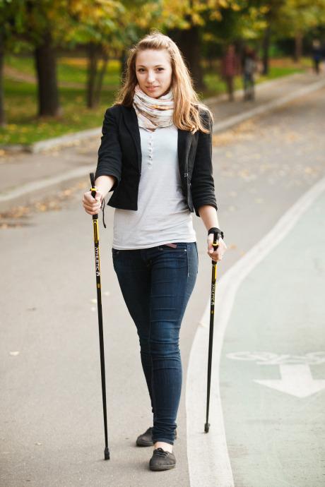 Люди в городе: Кто занимается скандинавской ходьбой. Изображение №19.