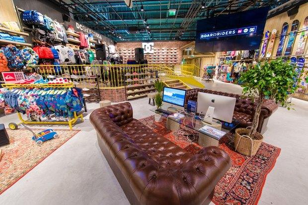 В Петербурге открылся магазин товаров для экстремального спорта Boardriders. Изображение № 3.