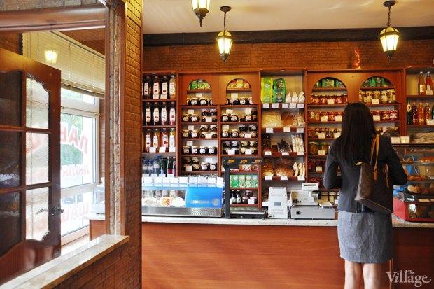 Все свои: Кафе-магазин уАрмянского кладбища. Изображение № 5.
