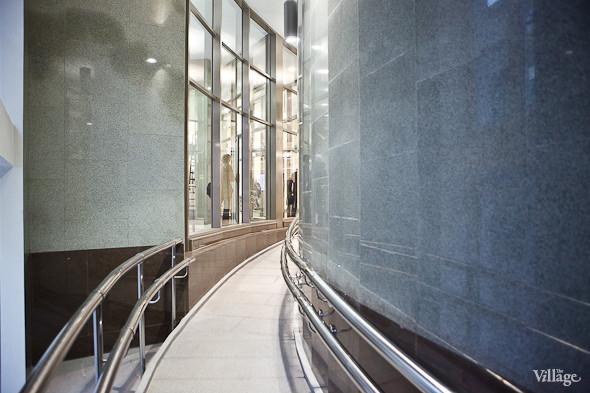 На новой станции метро «Адмиралтейская» уже произошло несколько аварийных остановок эскалатора. Изображение № 32.