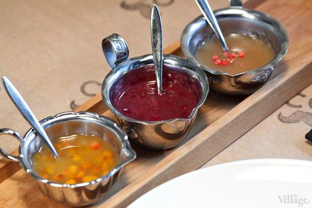 Соус облепиховый, соус красное вино и соус яблочный  — по 50 рублей. Изображение № 15.