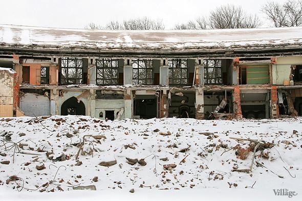 Стадион в январе 2011 года, фоторепортаж The Village «На последнем дыхании». Изображение № 10.