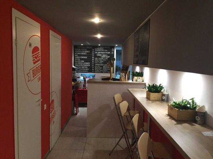 Наулице Пестеля открылась бургерная BurgerLab. Изображение № 2.