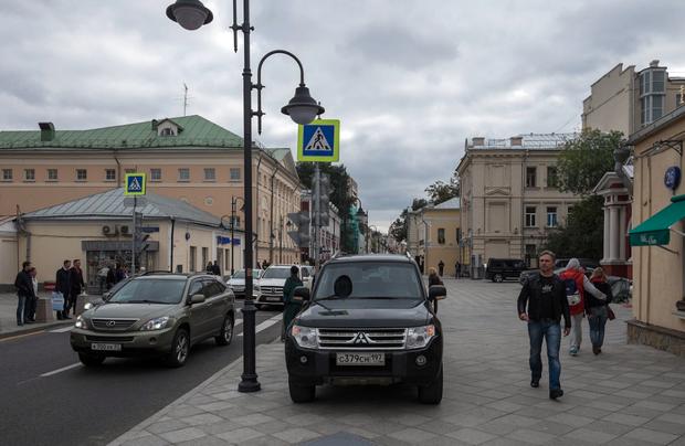 Стихийная парковка на Пятницкой улице. Изображение № 4.