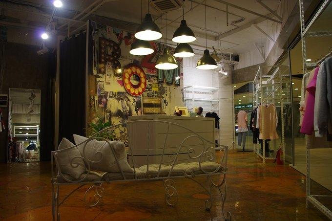 В «Заневском каскаде» открылся магазин одежды азиатских брендов Room. Изображение № 1.