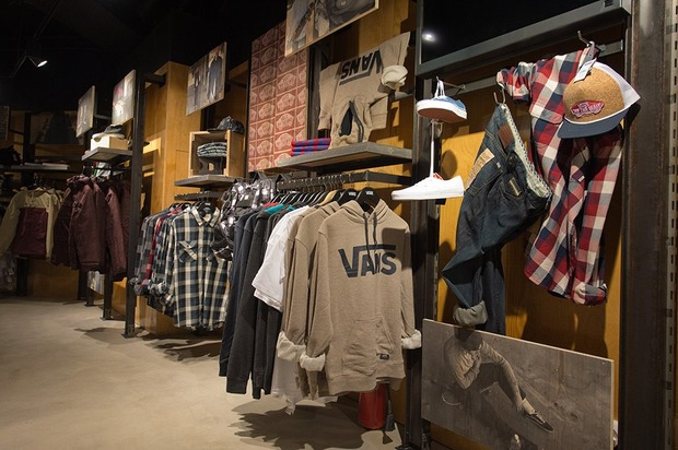 В «Охотном ряду» открывается магазин Vans. Изображение № 3.