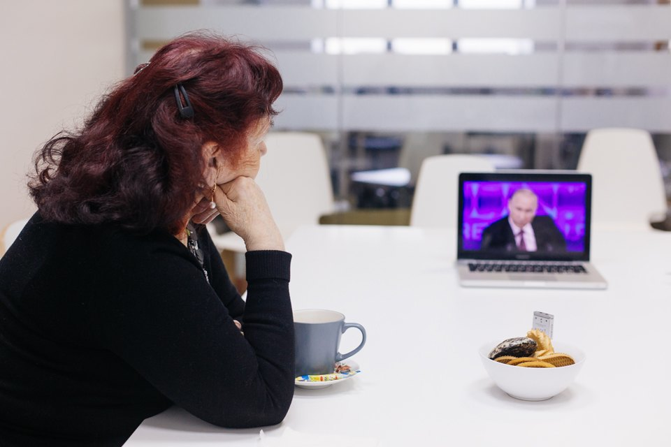 The Village смотрит пресс-конференцию Путина спростыми телезрителями. Изображение № 10.