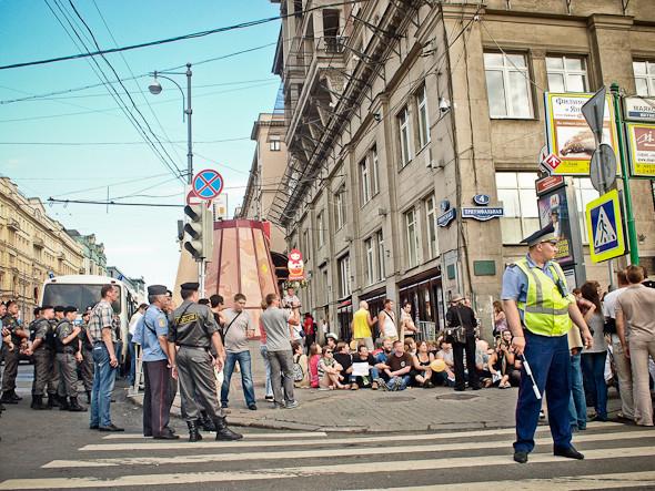 Copwatch: действия полиции на «сидячем» митинге «Стратегии-31» на Триумфальной площади. Изображение № 4.