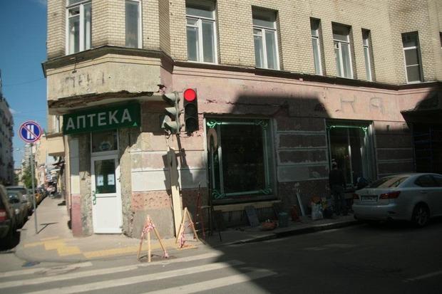 """Вывеска до реставрации, фото: """"Архнадзор"""". Изображение №2."""