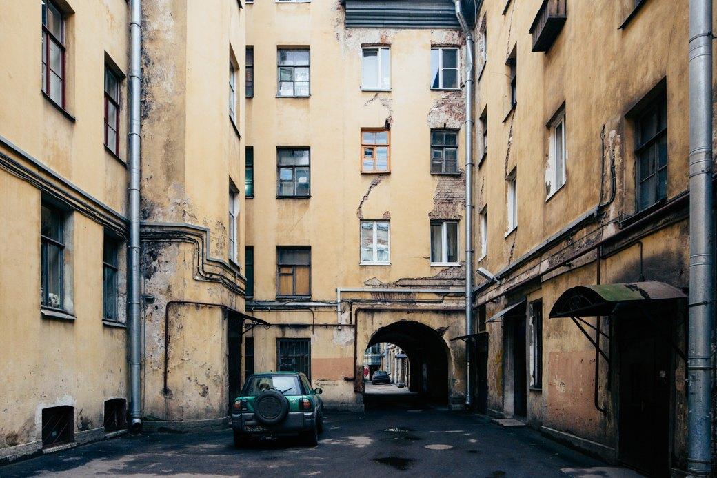 Самые удивительные дворы Петербурга. Изображение № 2.