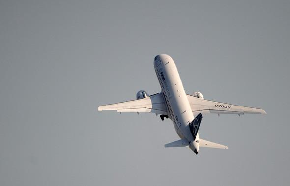 На авиасалоне заключили контракты на поставку 103 ближнемагистральных самолетов Sukhoi Superjet 100. Изображение № 17.