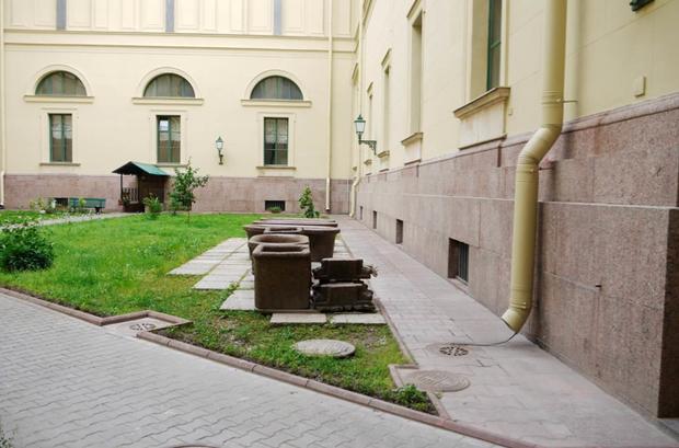 Во дворах Эрмитажа будут устраивать выставки. Изображение № 9.