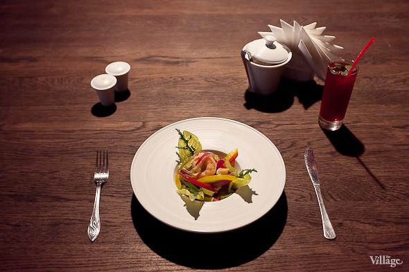 Теплый салат с тигровыми креветками — 410 рублей. Изображение № 43.