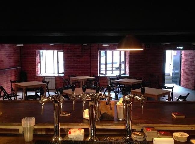 На «Красном Октябре» открылся бар скрафтовым пивом «Ваня нальёт». Изображение № 2.