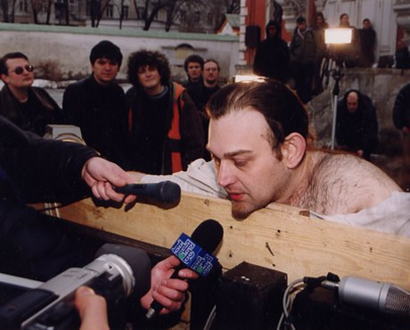 Лобзай мусора: Хроника акционизма вМоскве. Изображение № 7.