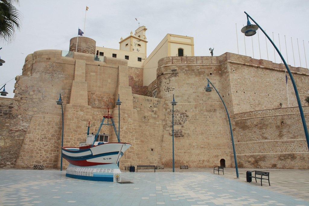 Мелилья: Как живут в городе-крепости, построенном учеником Гауди. Изображение № 8.