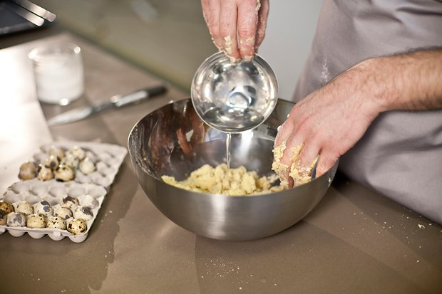 Шеф дома: Котлета из цесарки и пирог-галета Дениса Крупени. Изображение № 86.