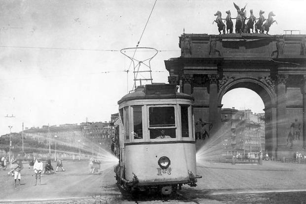 Трамвай на площади Стачек в 30-х годах. Изображение № 5.