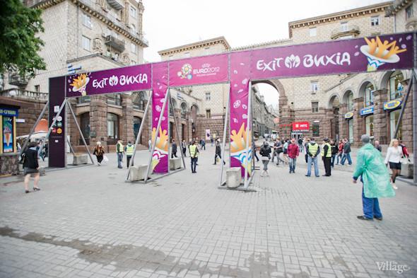Фоторепортаж: Улица футбола — фан-зона на Крещатике. Зображення № 2.