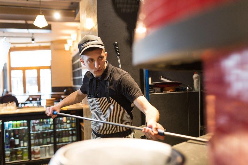 Тестоблюстители: Кто икак делает неаполитанскую пиццу вПетербурге. Изображение № 11.